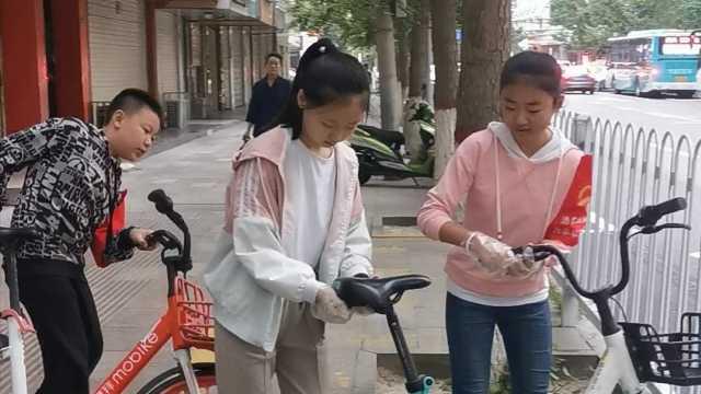 父子晨跑顺手摆好沿途共享单车,已打卡超百天