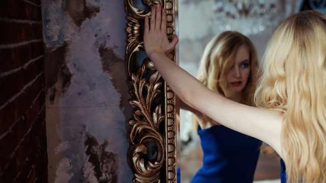 为什么镜子里的我是左右颠倒,而不是上下颠倒?