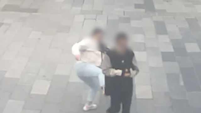 女子遭猥亵当场拍照取证并脚踹对方,民警:做得对