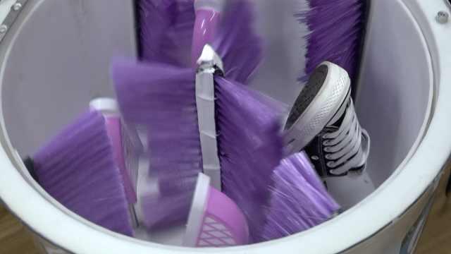 因懒得洗鞋,理工男花5000元发明懒人洗鞋神器