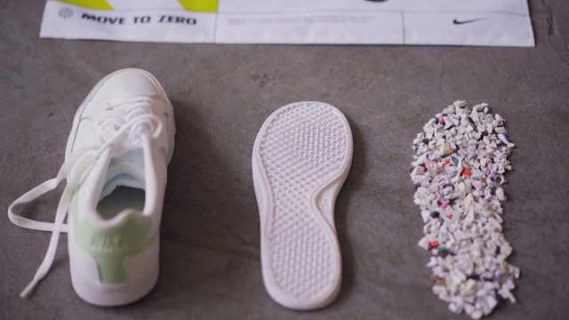 你们的旧球鞋,成为了他们的新操场