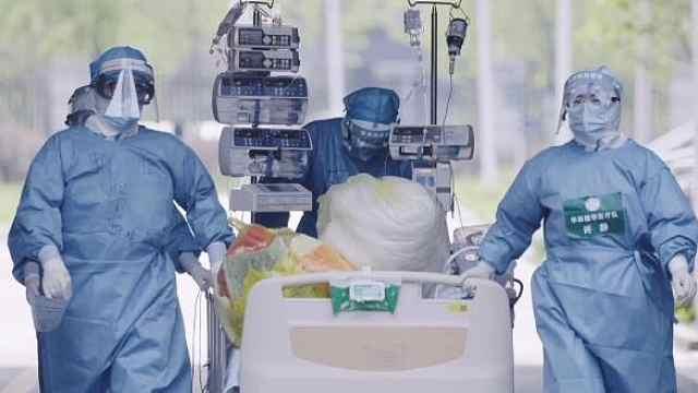 """医护变成""""蓝胖胖""""需要多少步?"""