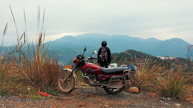 红叶书记扎根农村3年研究叶雕振兴乡村,曾被嘲异想天开