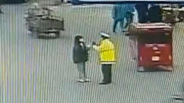 小女孩警察节用零花钱给辅警买奶茶:你们执勤辛苦了