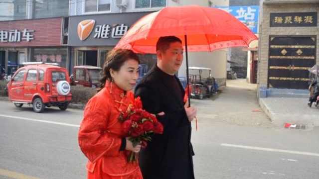 河南一对新人散步式结婚,送亲者自觉间隔一米
