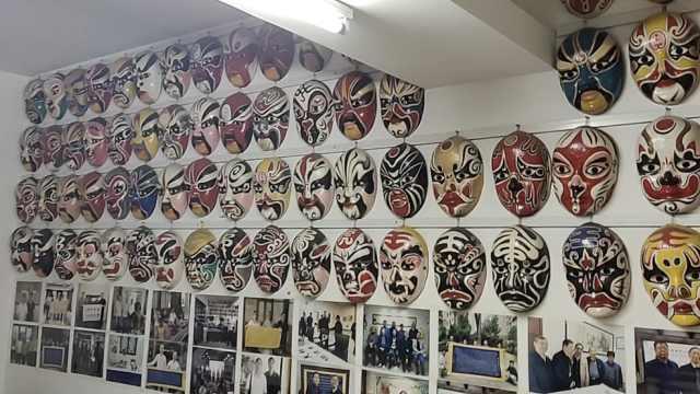 寻师访友二十余地,长沙老人绘制上千个湖南戏曲脸谱