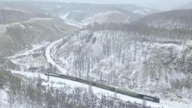 中国铁路第一陡坡相当于爬20层楼,火车到这前拉后推才能走