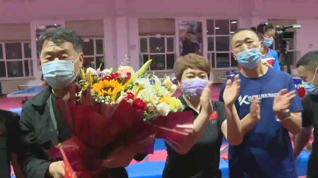 观看乒乓女团夺冠,王曼昱父母和教练:金牌成历史,下届再战