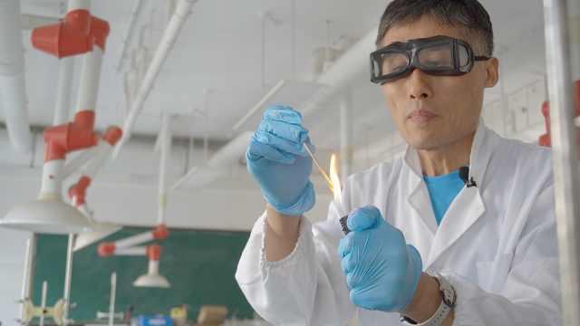 宝藏老师|化学老师的神奇实验:好玩背后,还能领悟这些道理