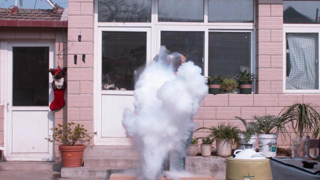 -196℃液氮与100℃开水碰撞