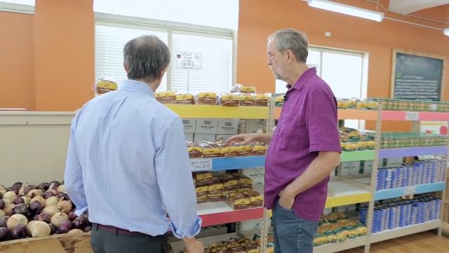 老头专卖过期食品,开400多家分店