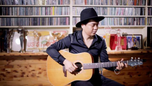 爱乐团王超教你弹吉他 01