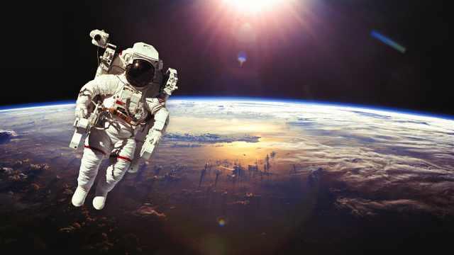 宇航员不小心飘进太空,会怎么样?