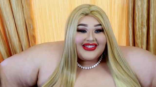 450斤美国富婆开美容院为胖人服务