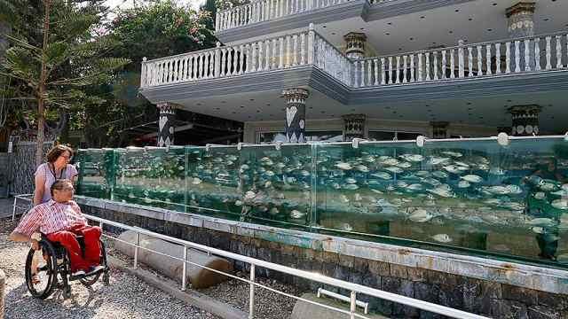 爱琴海边的奇特风景,别墅鱼缸栅栏