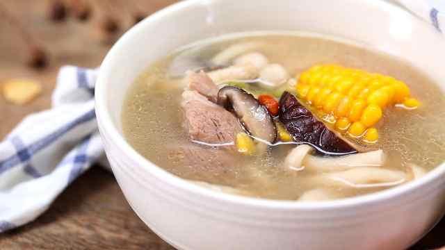 筒骨菌菇玉米汤,既美容又增强体质