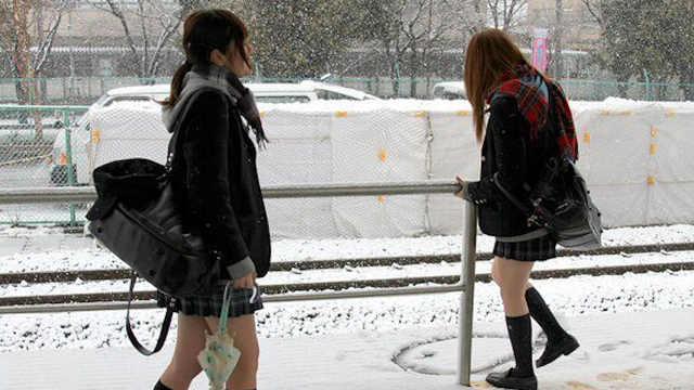 为什么日本女生冬天从不穿羽绒服?
