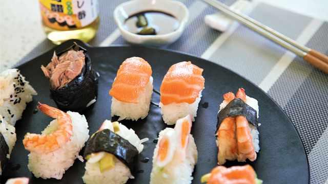 还在烦恼吃不到正宗的手握寿司吗