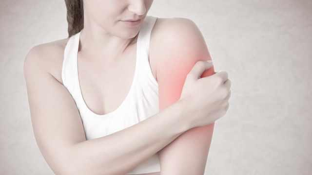 肩关节疼痛,千万别再做这个动作!