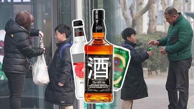 街头测试:小学生寻求路人帮忙开酒