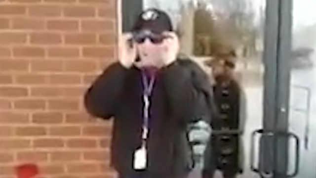 暖心同事为色盲男孩众筹矫正眼镜