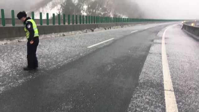 雅西高速道路结冰今日不再放行