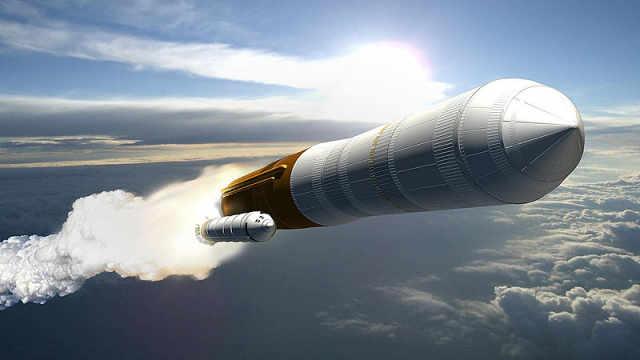 美国猎鹰重型火箭成功发射