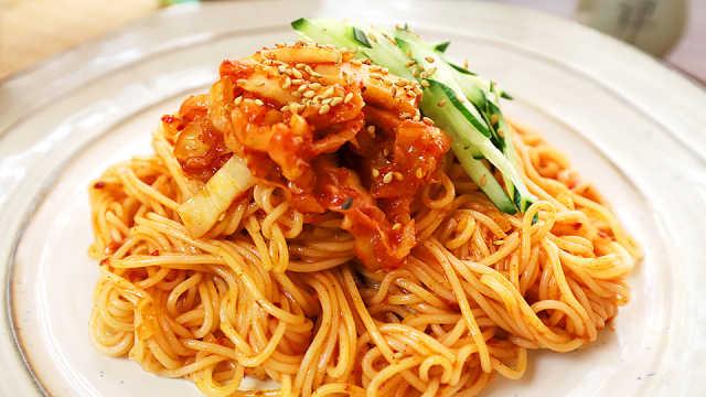 10分钟能搞定的韩式辣白菜拌面