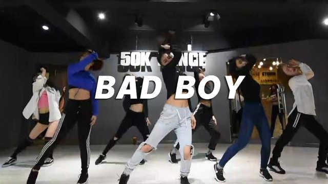 美女翻跳《Bad Boy》,魅笑撩人