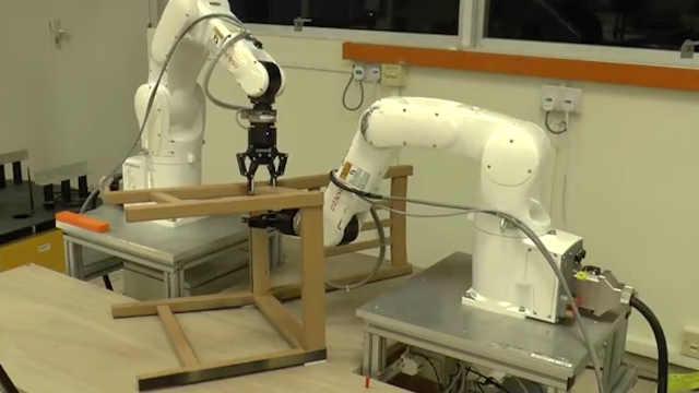 宜家家具组装机器人20分钟搞定餐椅