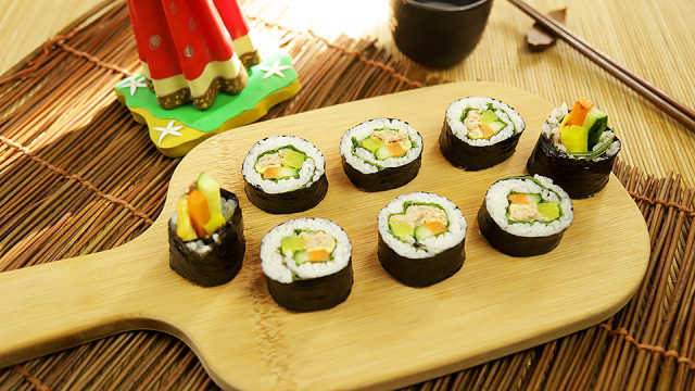 营养美味的金枪鱼紫菜卷饭
