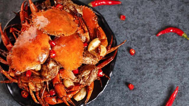 螃蟹和虾煮熟了为什么都是红色?