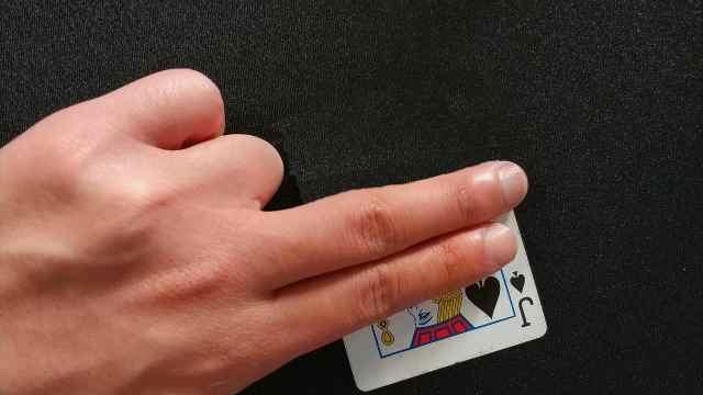 魔术大揭秘:黑桃J瞬间消失的魔术