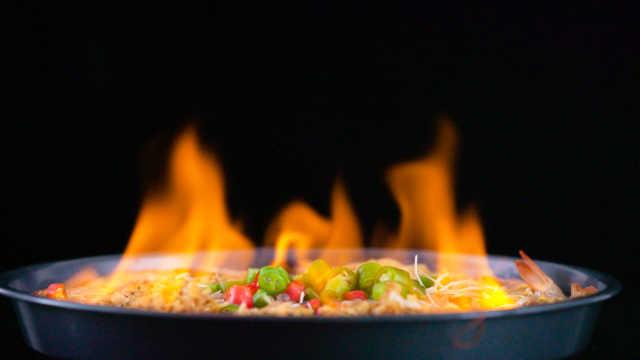 惊呆了!超酷炫的火焰虾制作过程