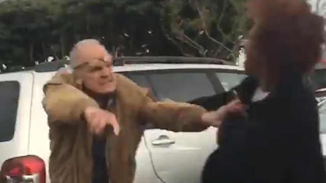 80岁男子用种族歧视词辱骂黑人女子