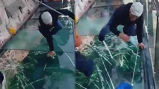 玻璃栈道下没有防护措施破了怎么办