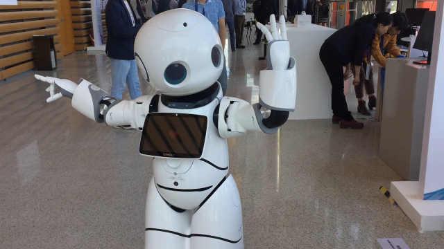中国机器人峰会上来了哪些机器人?