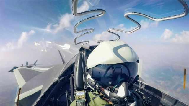 歼20头盔亮相飞行员用眼睛秒杀对手