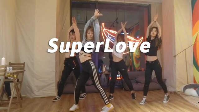 小姐姐性感妩媚《SuperLove》翻跳