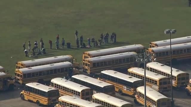 美国德州高中发生校园枪击案