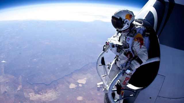 背着降落伞从太空往地球跳会怎样?