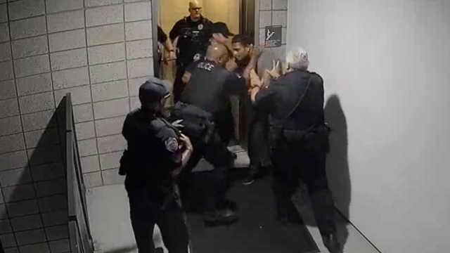 美国亚利桑那州警察暴打黑人遭停职