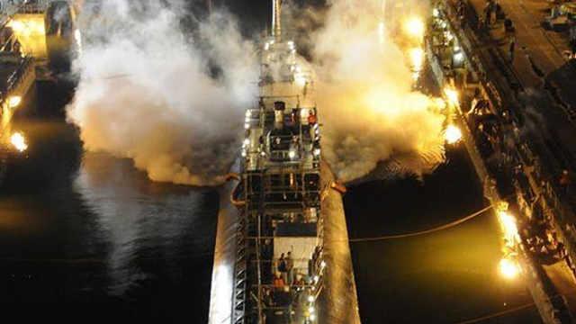 外国小哥烧毁核潜艇