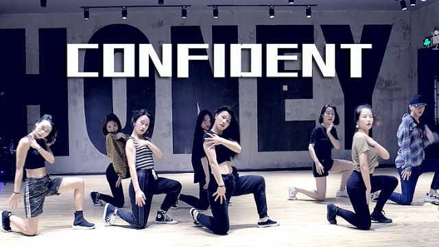 帅气女神翻跳《Confident》
