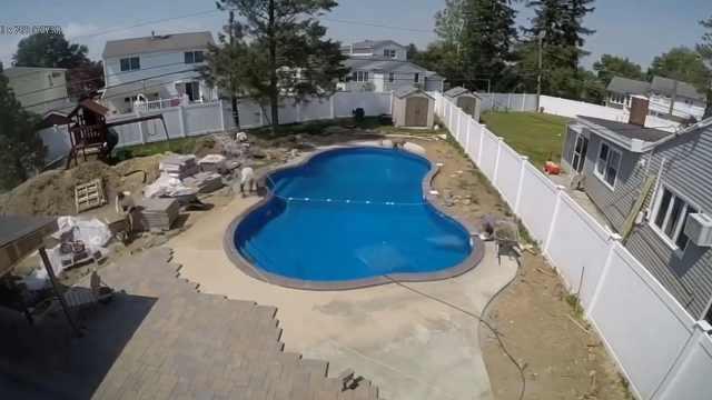 歪果仁在后院造泳池,太赏心悦目了