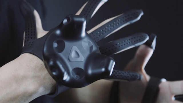 这副手套让你在VR世界中感受到触觉