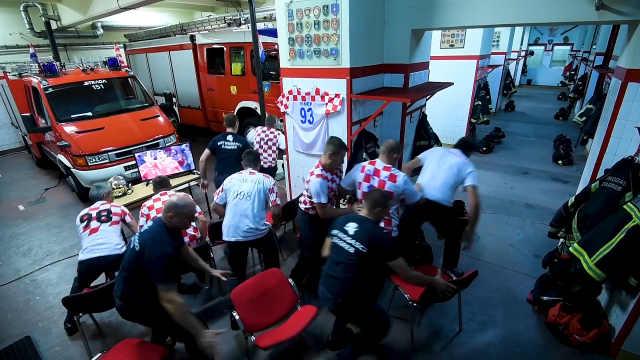 看球接火警,克罗地亚消防员秒出警