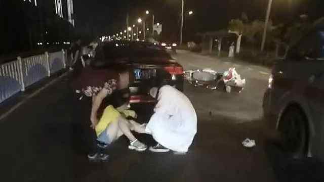 男子骑电驴逆行撞轿车,被判负全责
