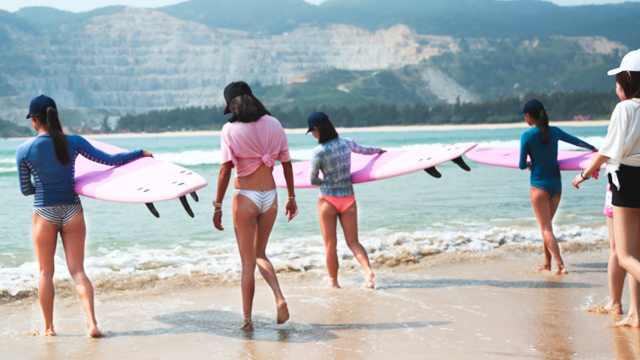 因为冲浪,这群女生遇见更好的自己