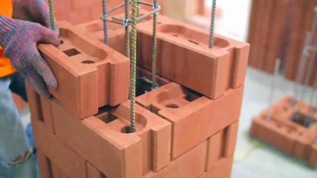 老外发明这砖块,盖房太方便了